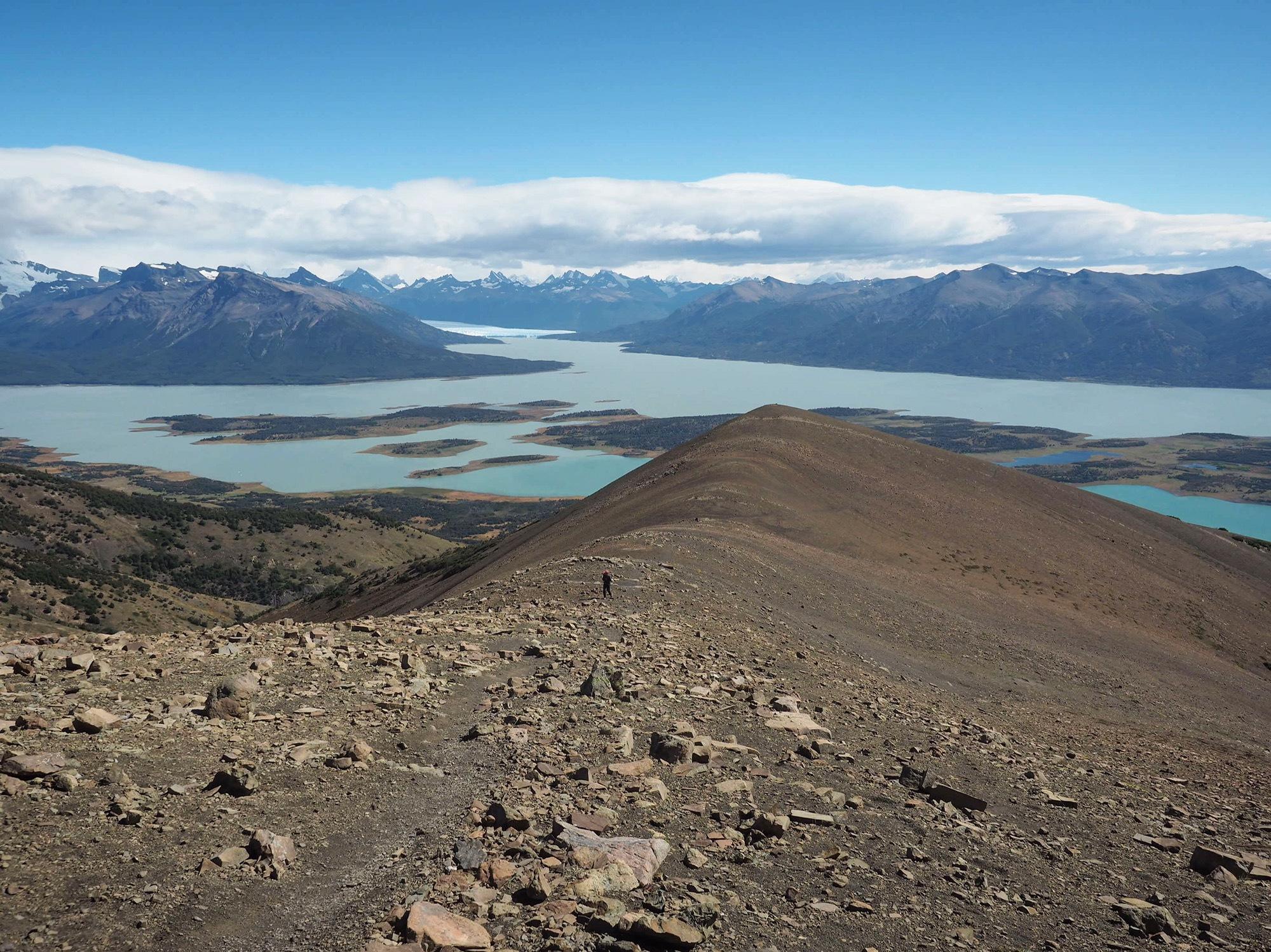 Paisagem na subida ao Cerro Cristal, bem ao fundo, se nota o glaciar Perito Moreno